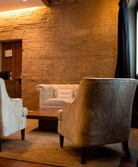 Couch master suite Hotel Boutique Casa Madero